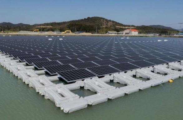 В Японии заработала гигантская плавучая электростанция на солнечных батареях