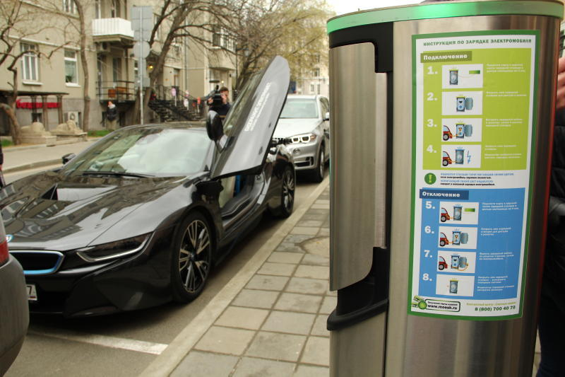 В центре Москвы заработало 9 зарядных станций для электромобилей