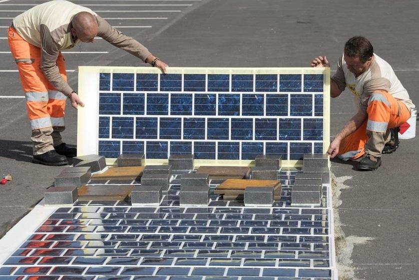 Во Франции открыли первую дорогу с интегрированными солнечными панелями