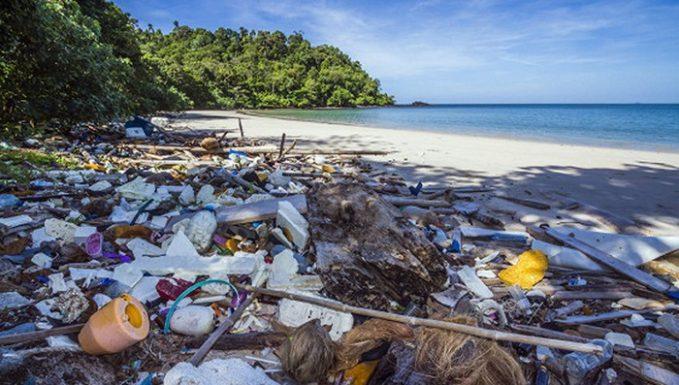 Кения объявила о запрете пластиковых пакетов
