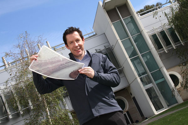 В Австралии разработали «солнечную» пленку: $10 за метр и никакой инфраструктуры