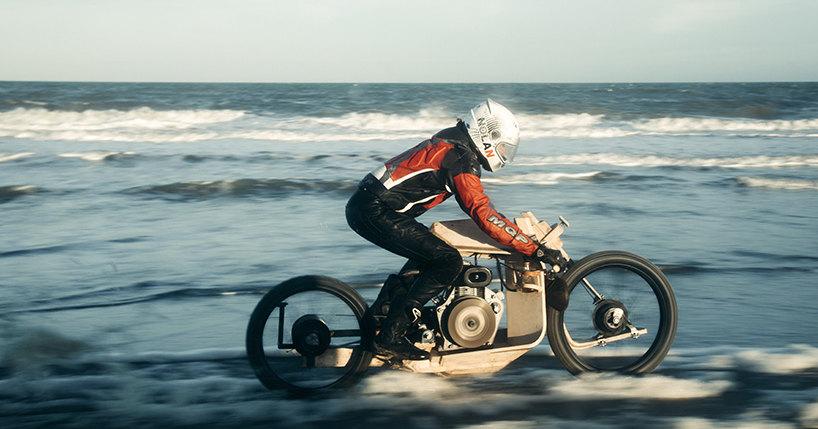 Создан деревянный мотоцикл, работающий на водорослях
