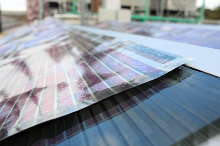 В Австралии научились печатать солнечные батареи в виде лент