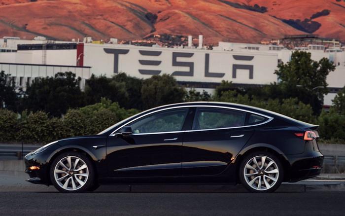 Начато серийное производство Tesla Model 3