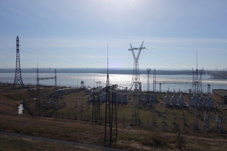 Система освещения пешеходного перехода на плотине Новосибирской ГЭС будет работать от солнечной электростанции