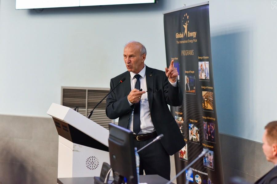 «Обоснованность Парижского соглашения вызывает сомнения» - лауреат «Глобальной энергии» Сергей Алексеенко выступил на форуме ARWE 2019