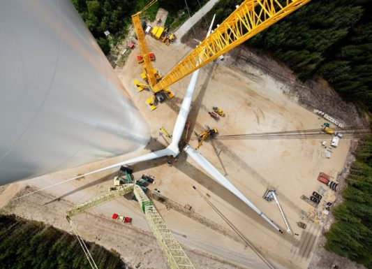 Китай запускает гигантскую ветровую турбину с размахом лопастей 210 м (Видео)