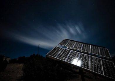 Изобретено устройство, способное и улавливать и хранить солнечную энергию