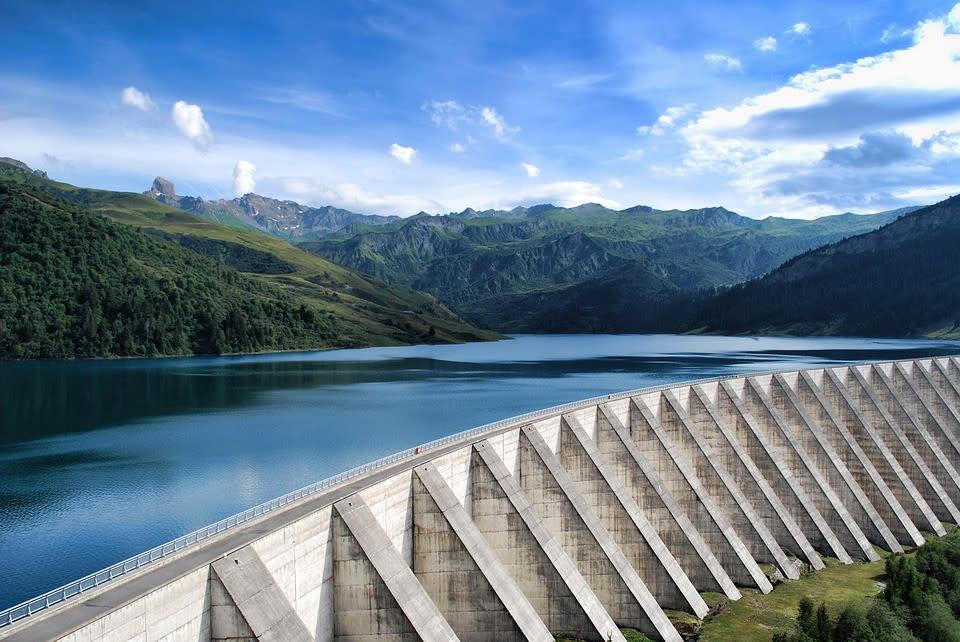 Дамбу в Альпах превратят в вертикальную СЭС из 6000 солнечных панелей (Видео)