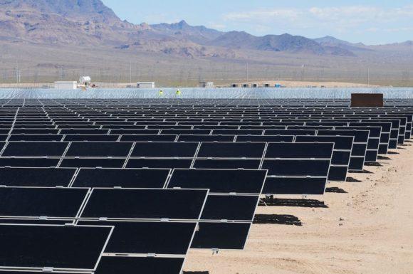Крупнейшая тепловая солнечная электростанция США стала жертвой современных технологий (Видео)