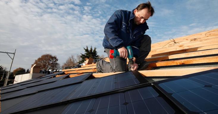 Первая крыша из солнечной черепицы Bender SunWave вышла в продажу в Швеции