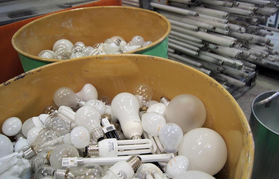 Петербург откажется от ртутных ламп