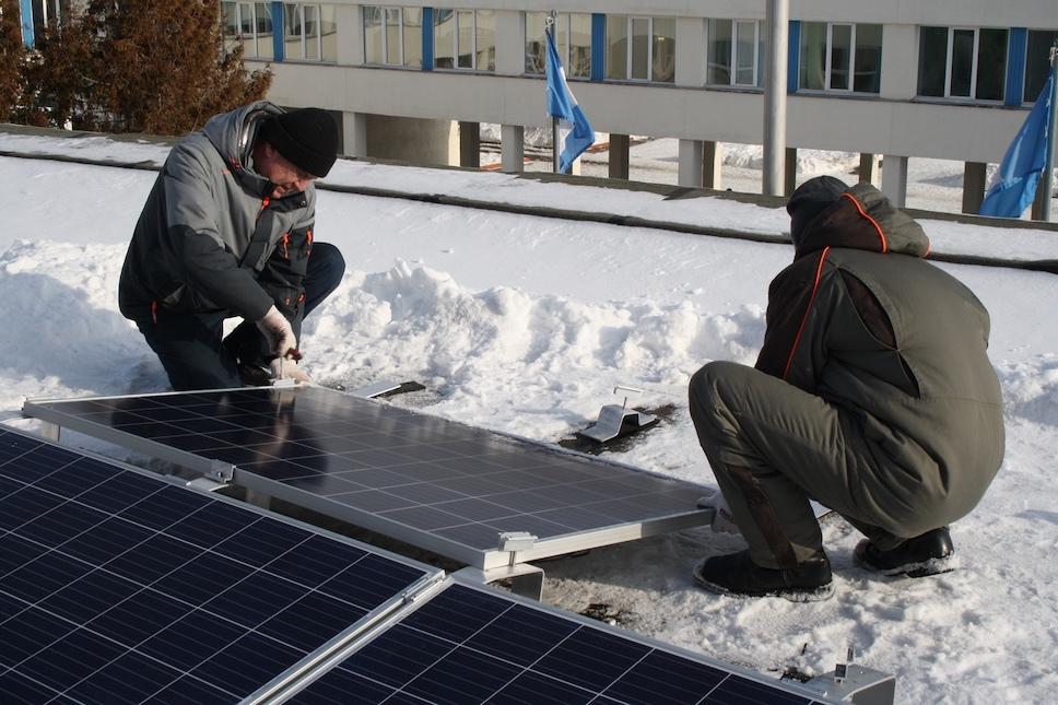 На крыше ульяновской гимназии №1 установили солнечную батарею