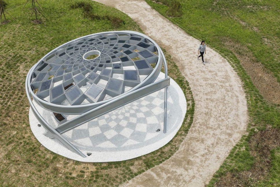 В Японии создали солнечную беседку, работающую как городской кондиционер