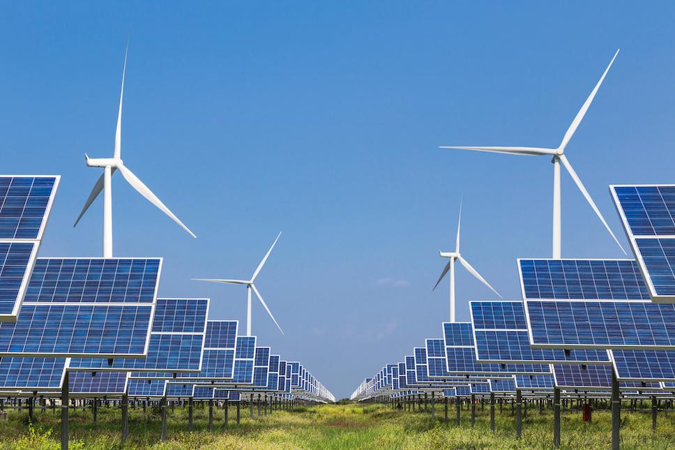 Палата представителей приняла Закон о рабочих местах и инновациях в чистой экономике, который включает в себя закон, представленный депутатом Майком Левином (штат Калифорния), для содействия развитию возобновляемых источников энергии на государственных землях.  Закон о рабочих местах и инновациях в области чистой экономики развивает возобновляемые и распределенные энергоресурсы, повышает энергоэффективность в домах и на предприятиях, помогает электрифицировать транспортный сектор, модернизирует энергосистему, снижает углеродное загрязнение, уделяет приоритетное внимание потребностям сообществ экологической справедливости и многому другому.  «Закон о рабочих местах и инновациях в области чистой экономики предусматривает инвестиции в давно назревшие меры по сокращению выбросов парниковых газов при сохранении доступных вариантов энергии. Я горжусь тем, что в законопроект вошли несколько законодательных актов, которые я внес », - говорит Левин. «Положения законопроекта помогут нам защитить нашу планету для будущих поколений и создать рабочие места в области чистой энергетики будущего. Я надеюсь, что Сенат осознает настоятельную необходимость решения этих проблем и проведет голосование по Закону о рабочих местах и инновациях в чистой экономике ».  В ответ на обострение лесных пожаров и нездоровый воздух в Калифорнии, член палаты представителей Левин предложил поправку к законопроекту, которая устанавливает программу улучшения моделирования выбросов дыма от лесных пожаров и разработки прогнозов дыма в Национальном управлении океанических и атмосферных исследований.  Поправка также предписывает Агентству по охране окружающей среды собирать данные и координировать исследования воздействия сильного загрязнения воздуха в результате лесных пожаров. Недавние сообщения Los Angeles Times и других показали, что у экспертов в области общественного здравоохранения и ученых нет столь необходимых данных о долгосрочных последствиях воздействия дыма лесных пожаров на здоровье.  В законо