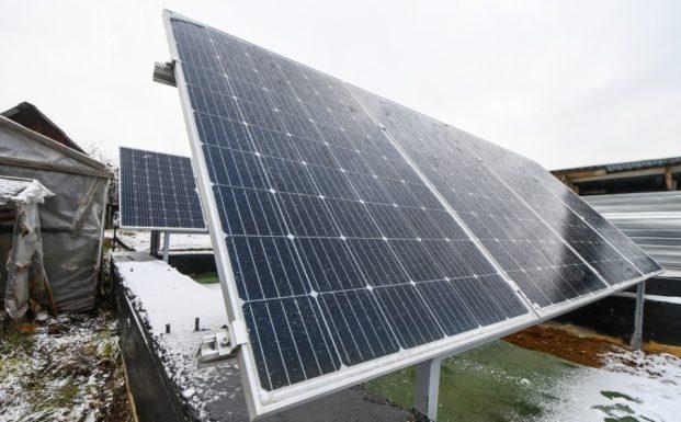 В огороде у пенсионерки установили солнечную станцию