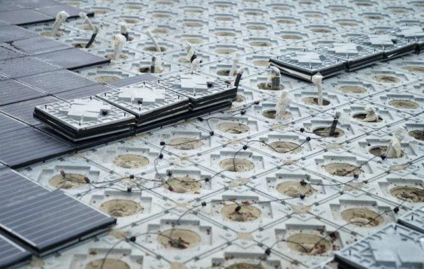Солнечными батареями замостили историчускую площадь Барселоны