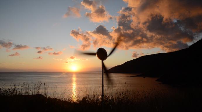 Новый портативный ветрогенератор за час зарядит 3 смартфона (Видео)