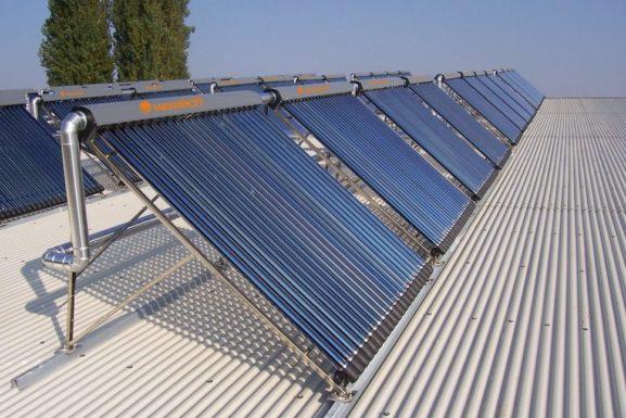 Как обеспечивать дом горячей водой с помощью солнечных панелей и теплового насоса